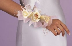 Image of 10700 Rose Wrist Corsage